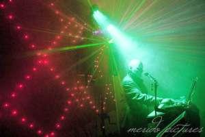 Alleinunterhalter Friedel Bühnenbild mit Laser und LED Wand