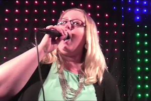 Sängerin Steffi - die pure Energie